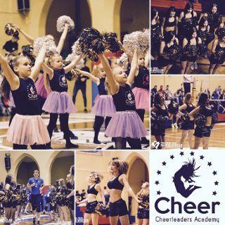 Akademia Cheerleaderek taniec z pomponami i akrobatyka