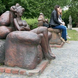 Oczekiwanie – fotele w parku Słowackiego