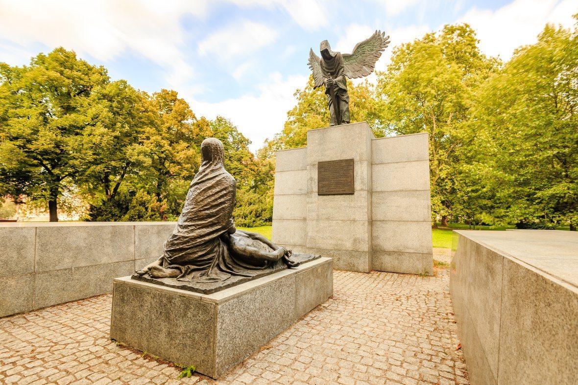 https://cdn.img.wroclaw.pl/api/download/img-49beaac42df7bd086f90e59773d66f20/pomnik-ofiar-zbrodni-katynia-wroclaw-1-jpg.jpg