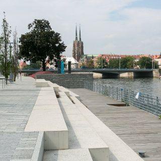 Maria and Lech Kaczyńscy Boulevard